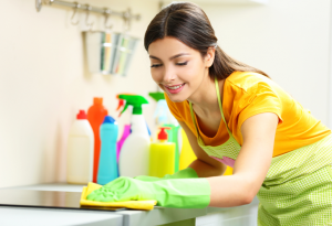 Dọn dẹp nhà cửa cũng là hình thức vận động đơn giản nhưng đáp ứng được nhu cầu vận động của mỗi người