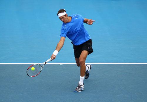 thả bóng tennis thấp hoàn hảo