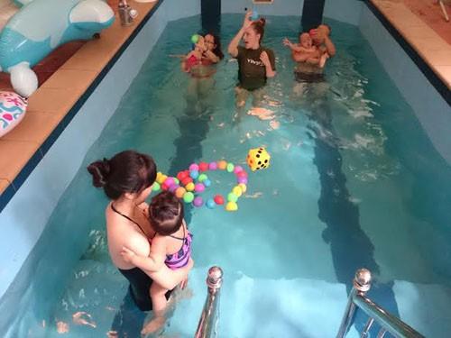 Lợi ích của bơi lội đối với trẻ nhỏ