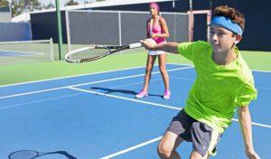 Chơi tennis giúp kết nối thành viên trong gia đình